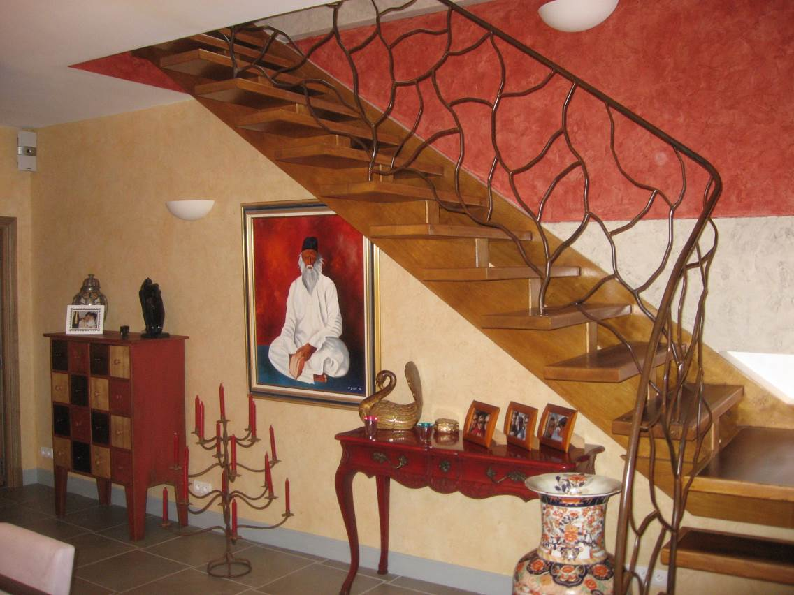 Création d'une rambarde d'escalier en fer forgé motif végétal.