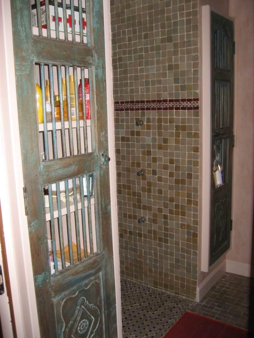 Reproduction de portes de Harem pour placards salle de bains orientale.
