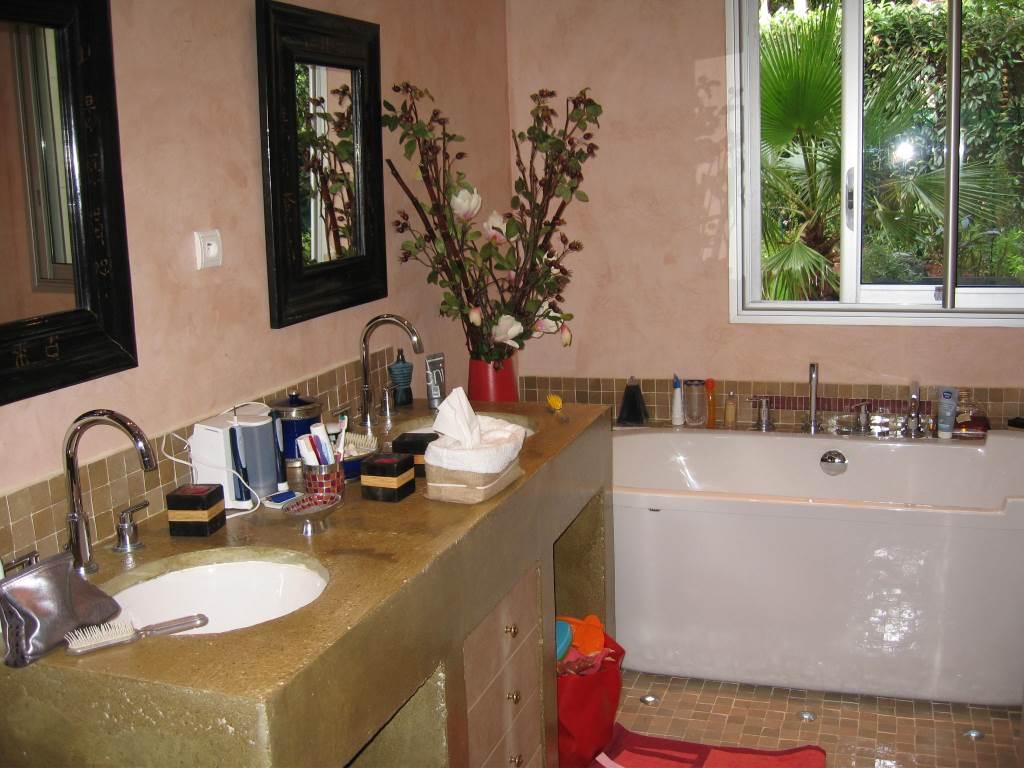 Salle de bain d'inspiration orientale.